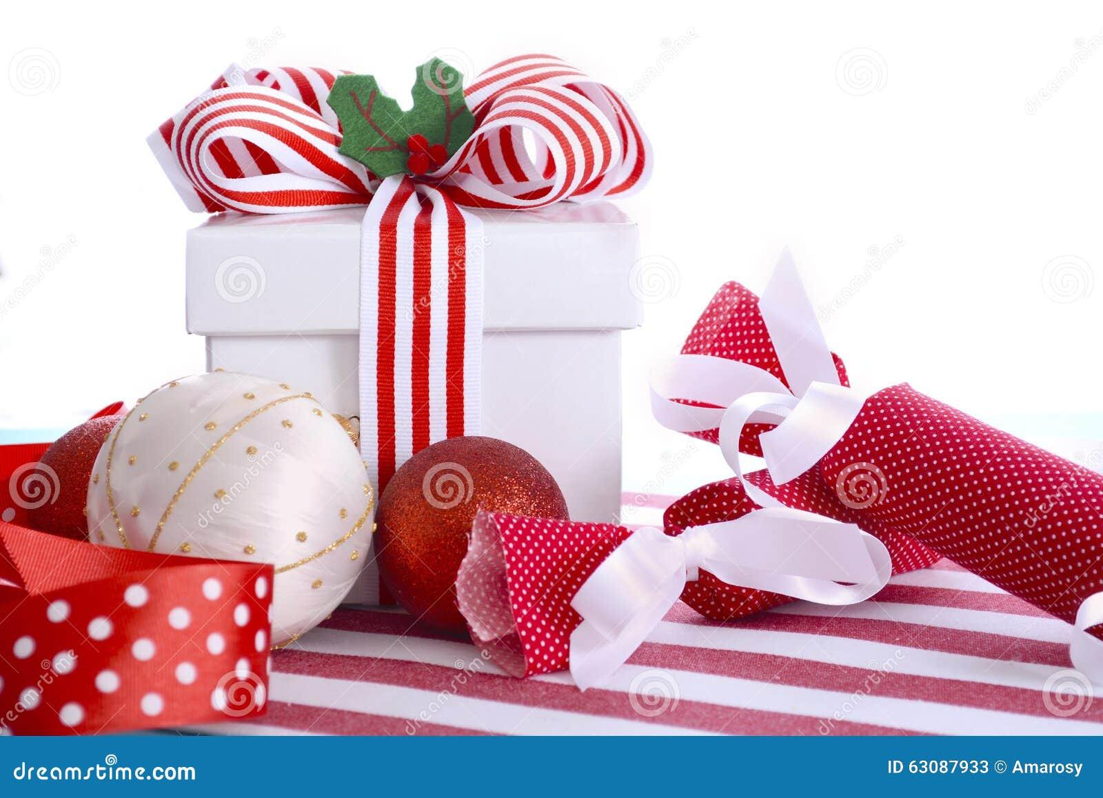 Download Cadeau Coloré Lumineux De Noël Image stock - Image du rouge, décembre: 63087933