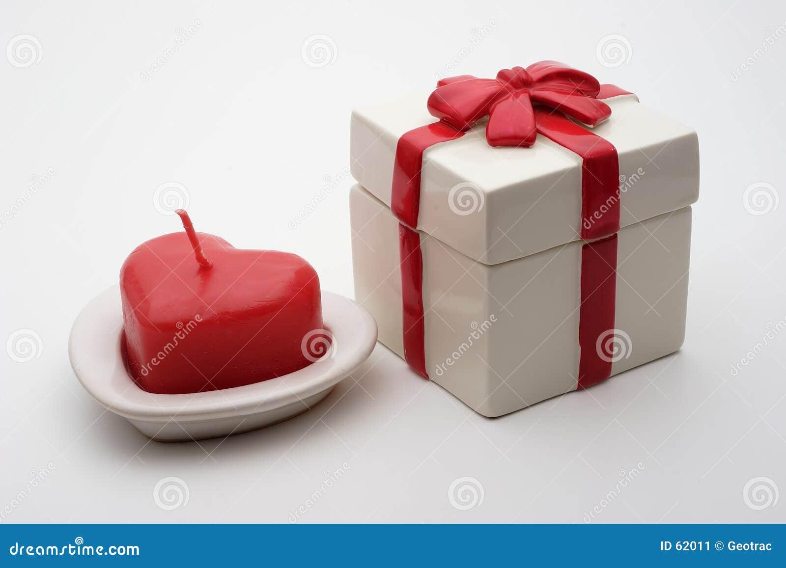 Download Cadeau de Valentines image stock. Image du valentine, février - 62011