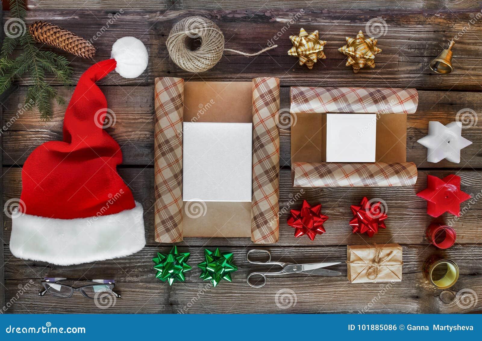 Cadeau du ` s de nouvelle année, accessoires Nouvelle année, Noël, vacances, objets pour les cadeaux de emballage paquets et cade