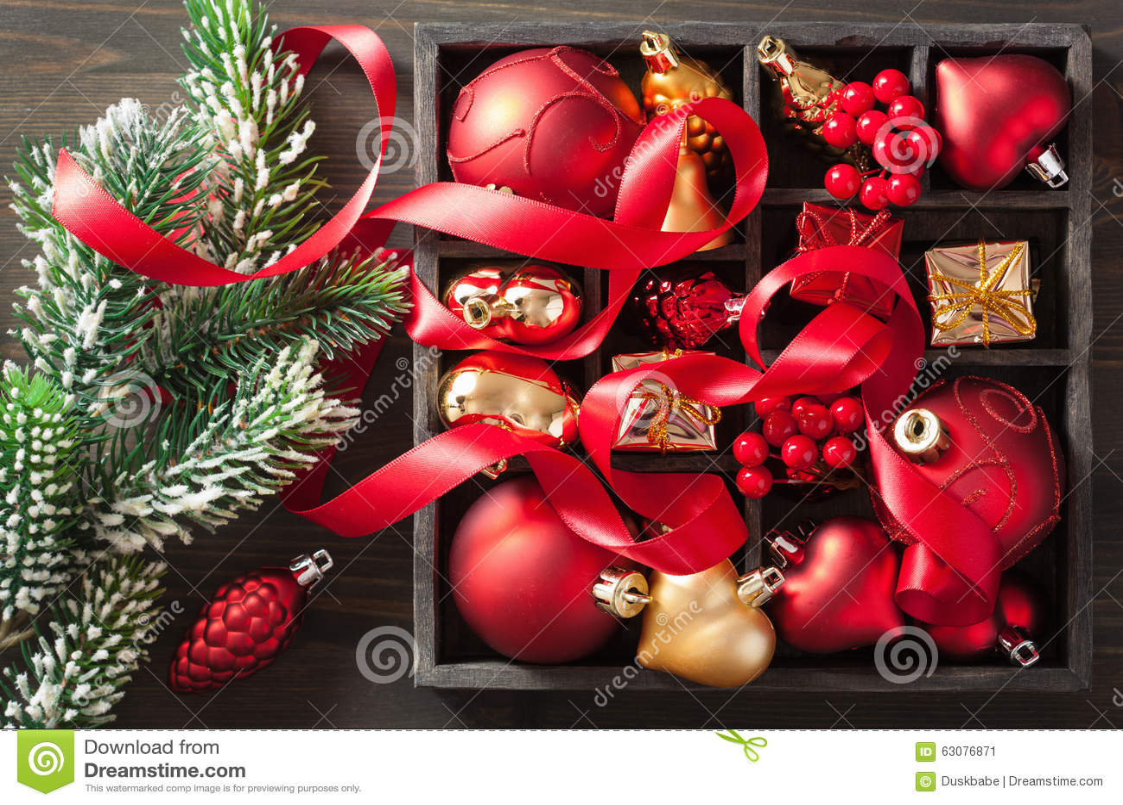 Download Cadeau Et Décoration De Noël Dans La Boîte En Bois Image stock - Image du saison, closeup: 63076871