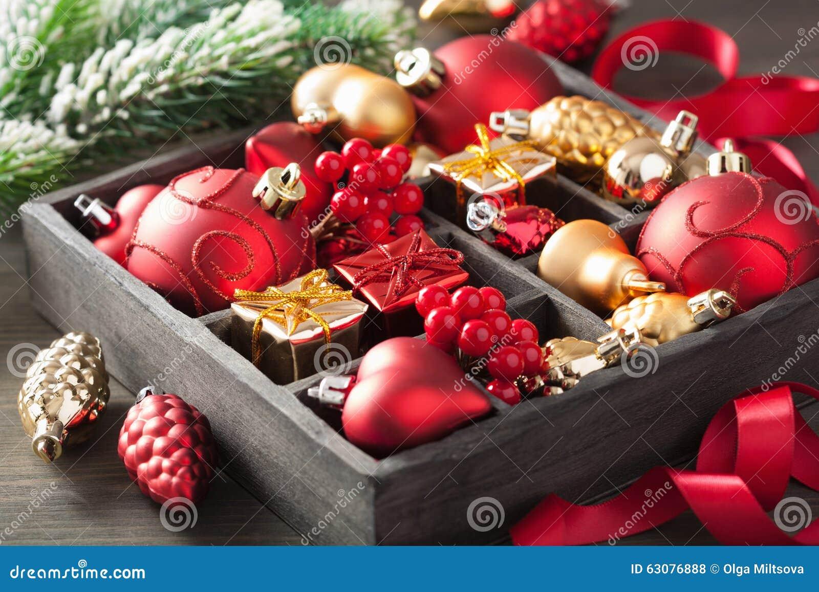 Download Cadeau Et Décoration De Noël Dans La Boîte En Bois Photo stock - Image du célébration, closeup: 63076888