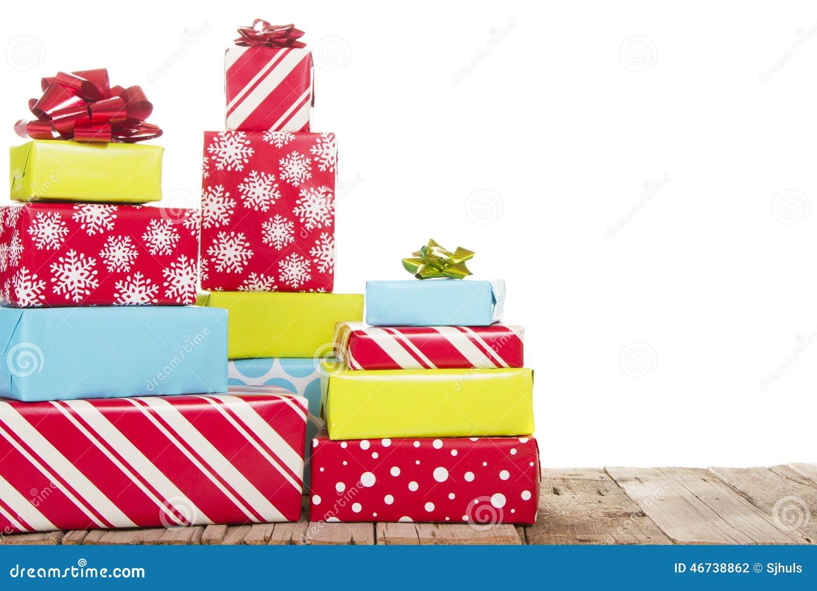 Cadeaux de Noël d isolement sur le fond blanc