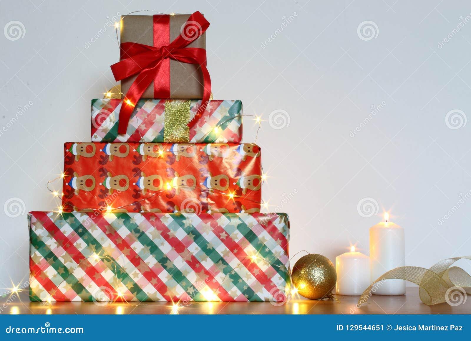 Boule De Noel Ficelle.Cadeaux De Noël De Vacances Avec La Décoration Faite Main