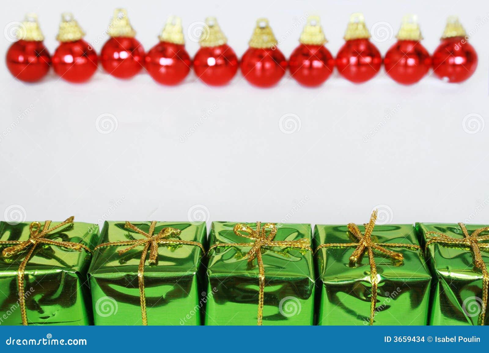Cadeaux et billes de Noël