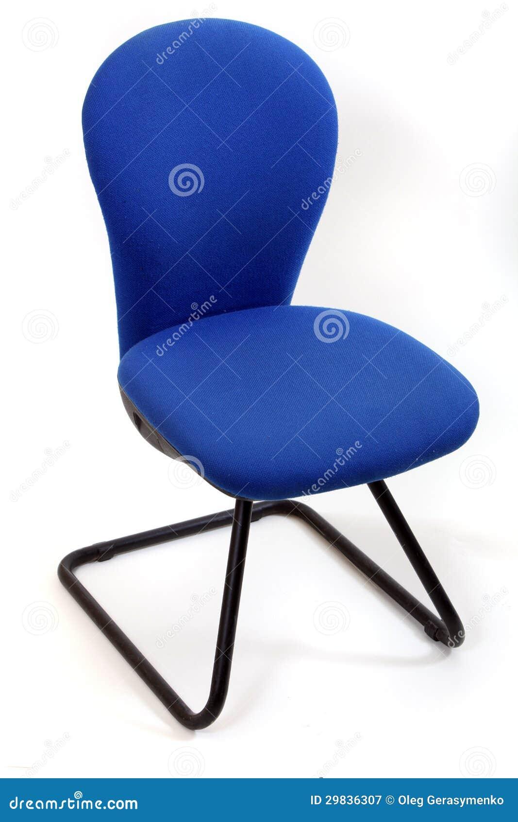 Cadeira azul do escritório isolada no branco