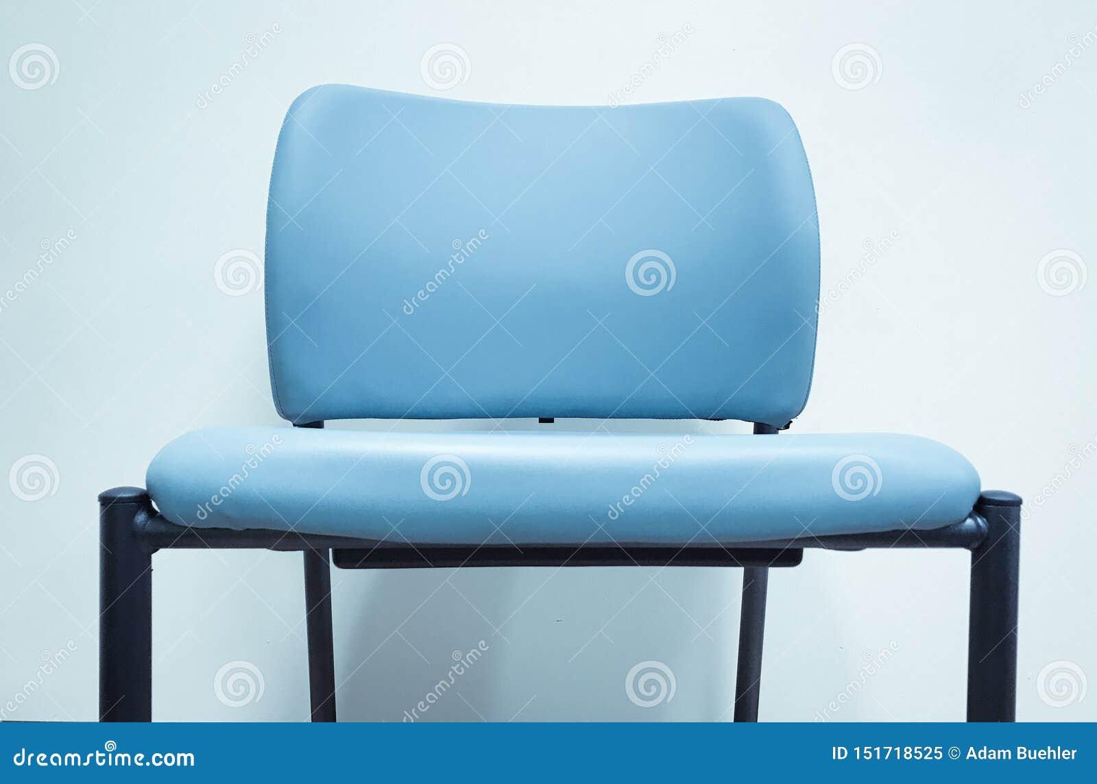Cadeira azul vazia