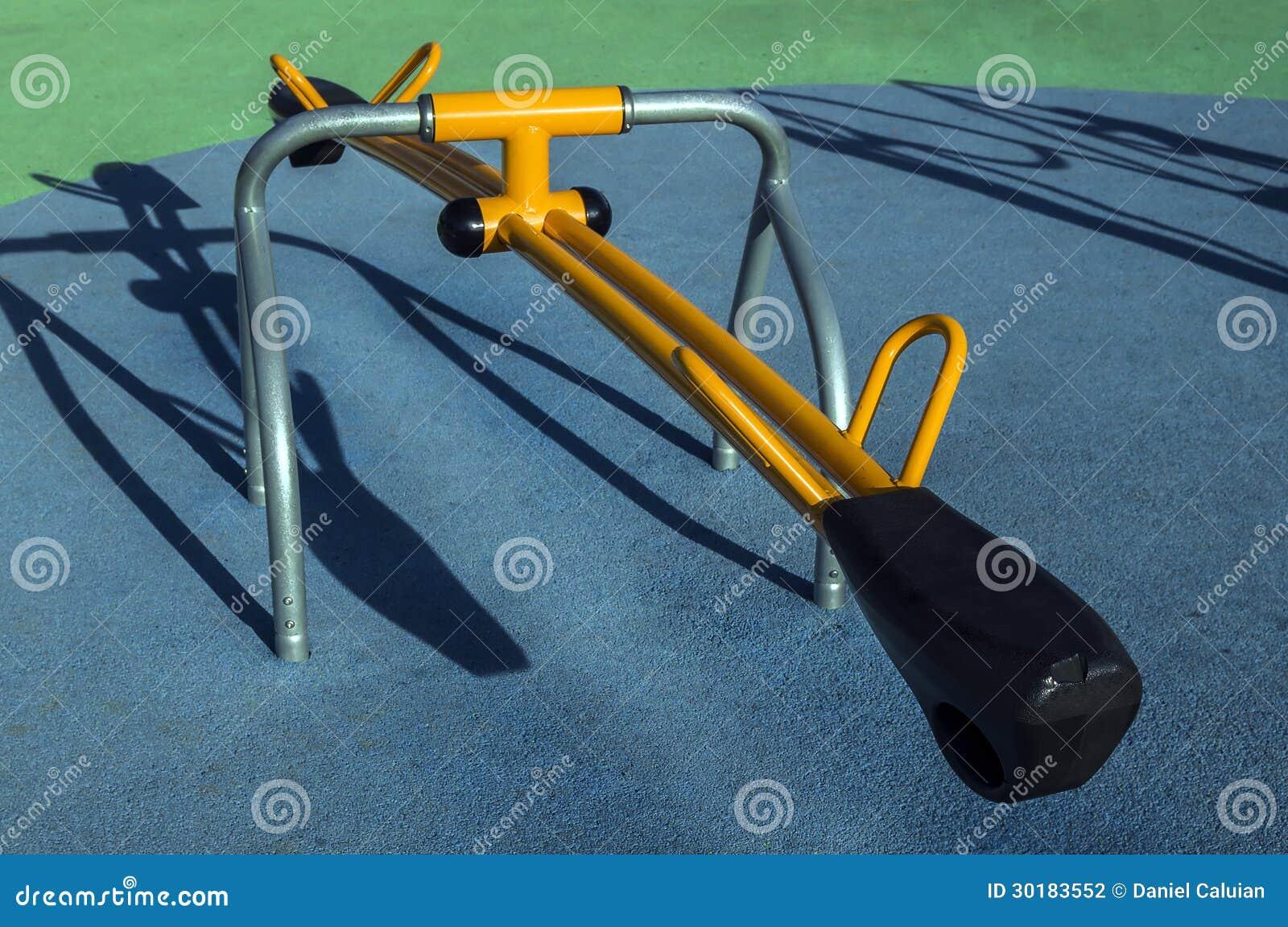 Cadeira De Balanço No Parque Fotografia de Stock Imagem: 30183552 #C48F07 1300x953