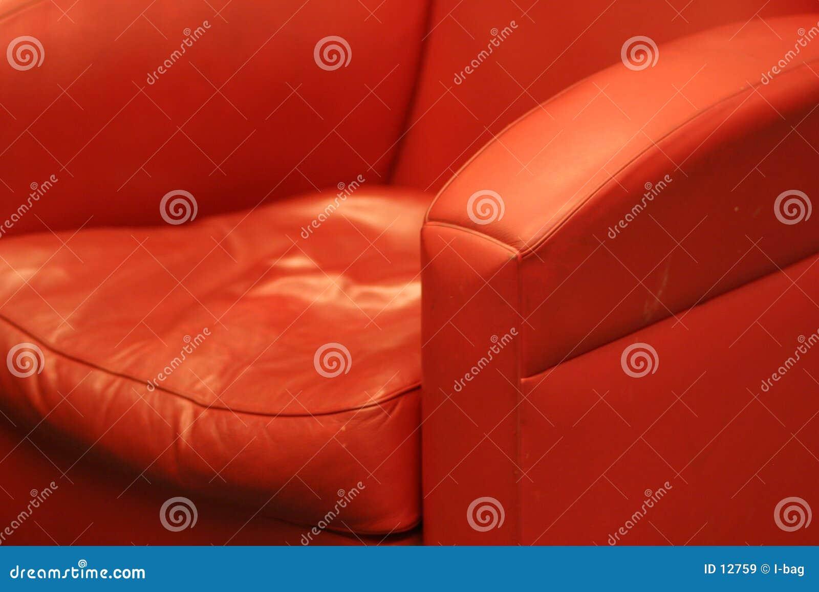 Cadeira de couro confortável vermelha