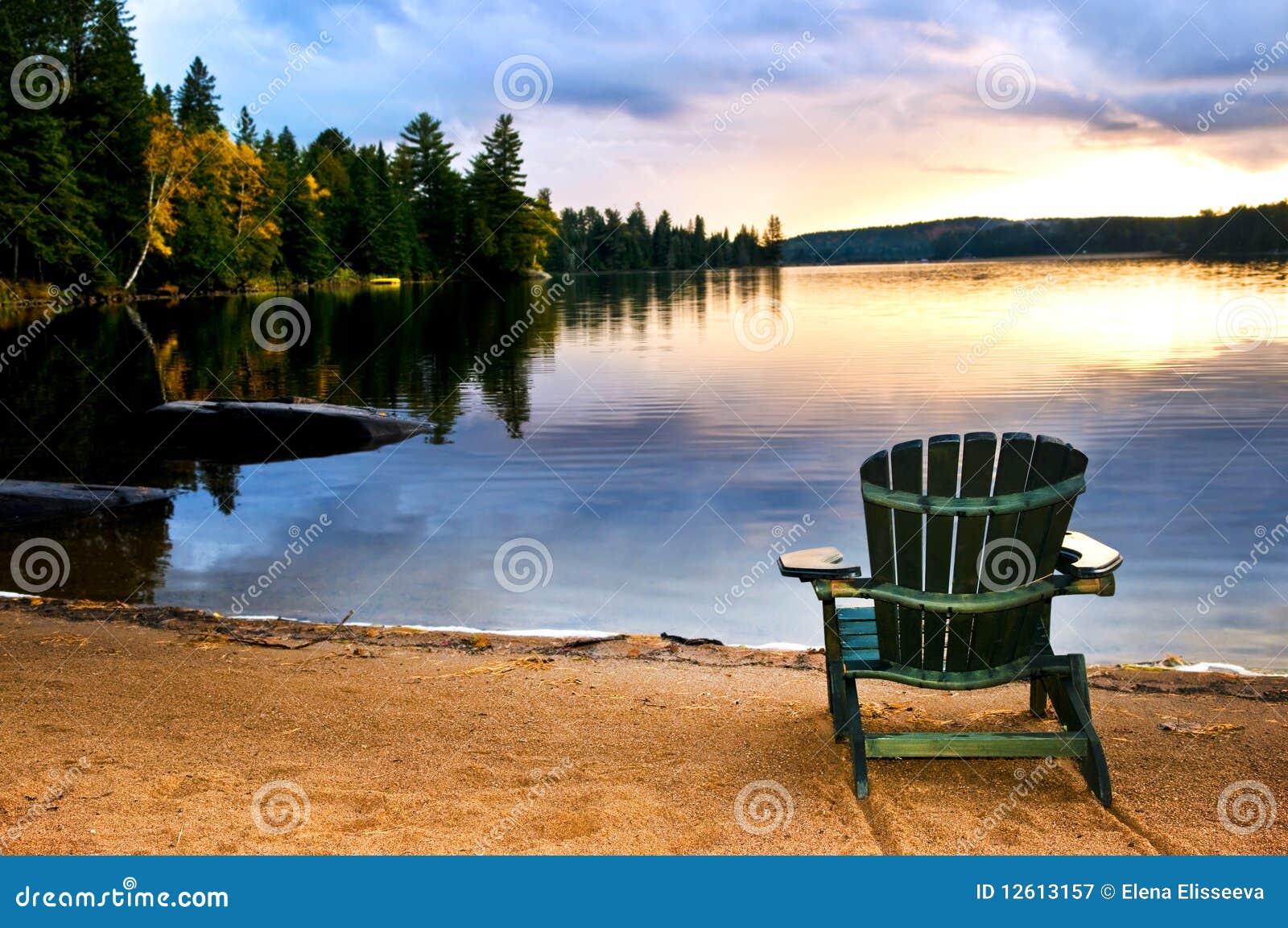 Cadeira De Madeira No Por Do Sol Na Praia Fotografia de Stock Royalty  #215AAA 1300x953