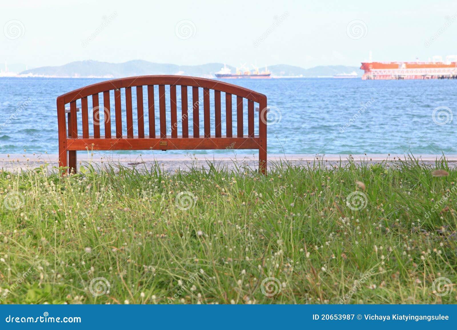 Cadeira De Praia Com Paisagem Do Mar Fotografia de Stock Royalty Free  #2066AB 1300x957