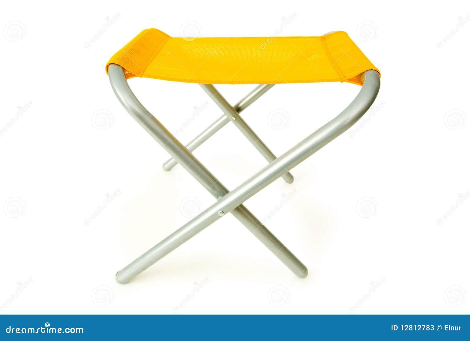 Cadeira de praia isolada no branco