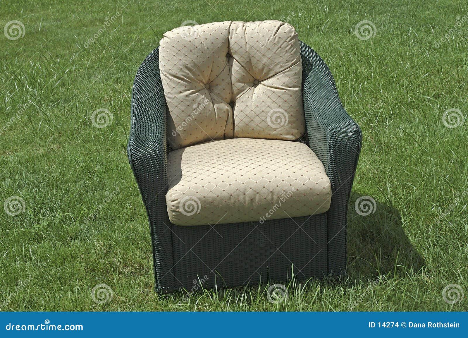 Cadeira de vime do pátio