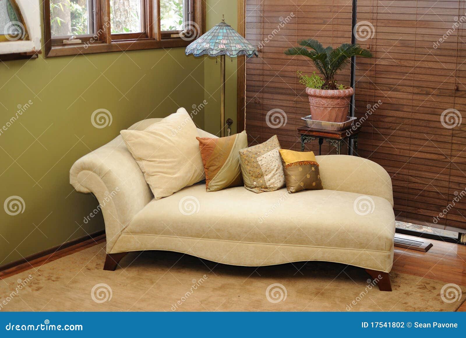#474350 Cadeira Interior Da Sala De Estar Do Luxuoso Fotografia de Stock Imagem 17541802 1300x960 píxeis em Cadeira De Sala De Estar Moderna