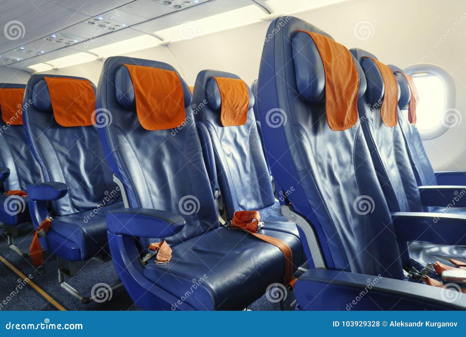 Cadeiras no plano