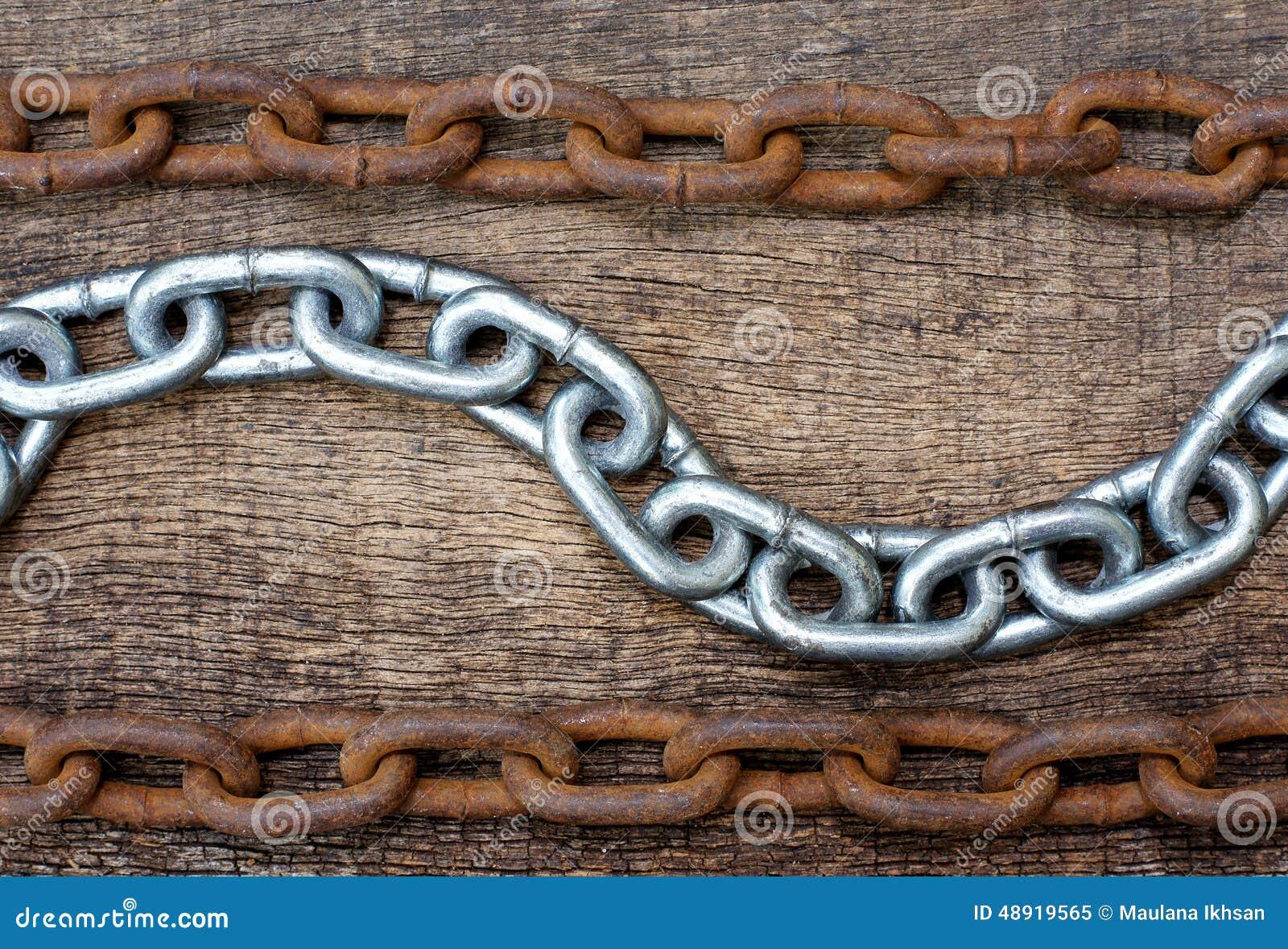 Cadenas blancas del hierro y cadena oxidada imagen de for Cadena de hierro
