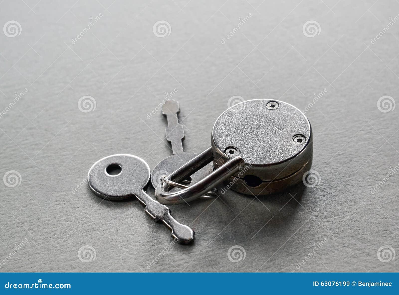 Download Cadenas et clé image stock. Image du garantie, argent - 63076199