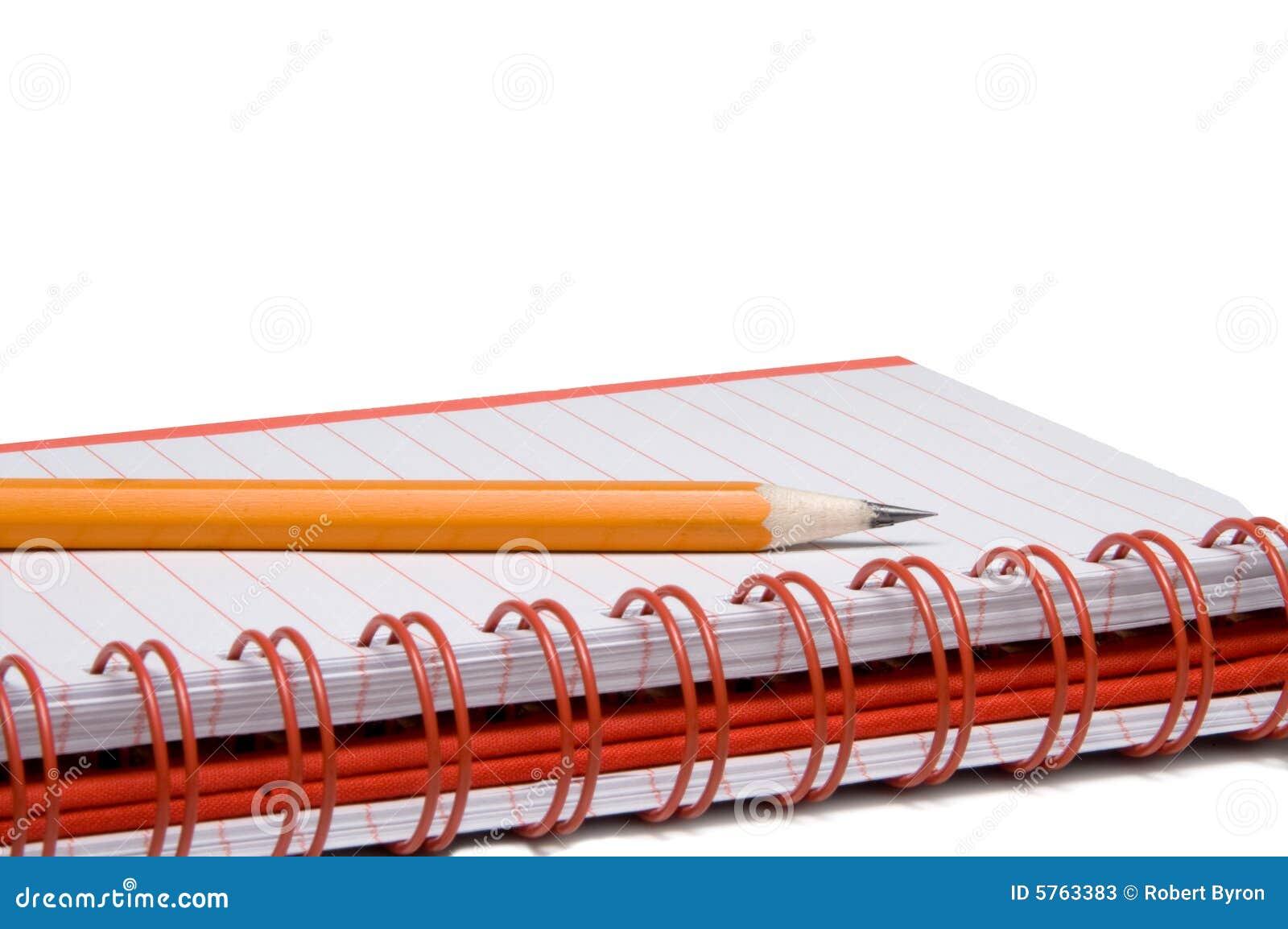 Caderno espiral e lápis