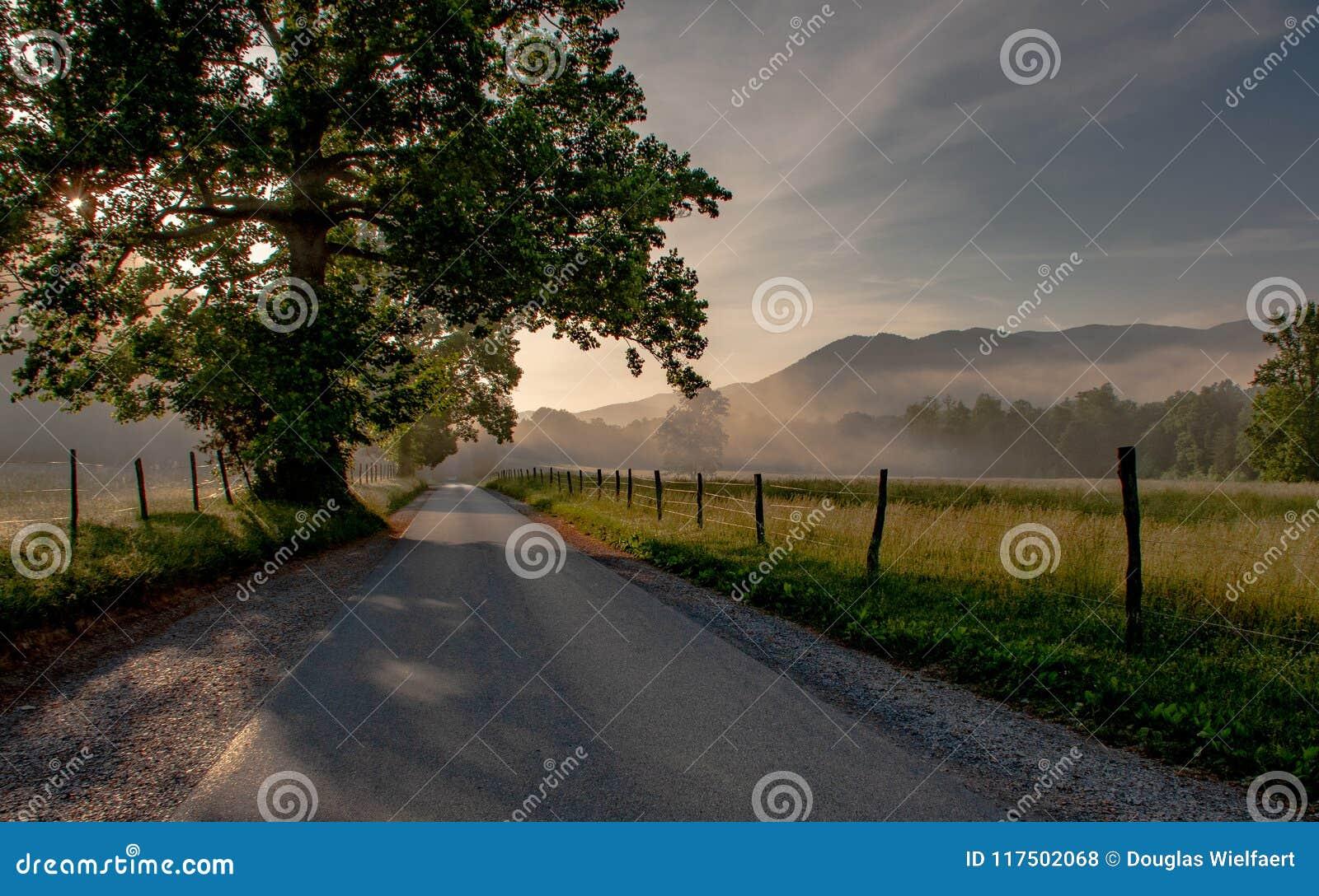 Cades zatoczki halny dolinny wschód słońca