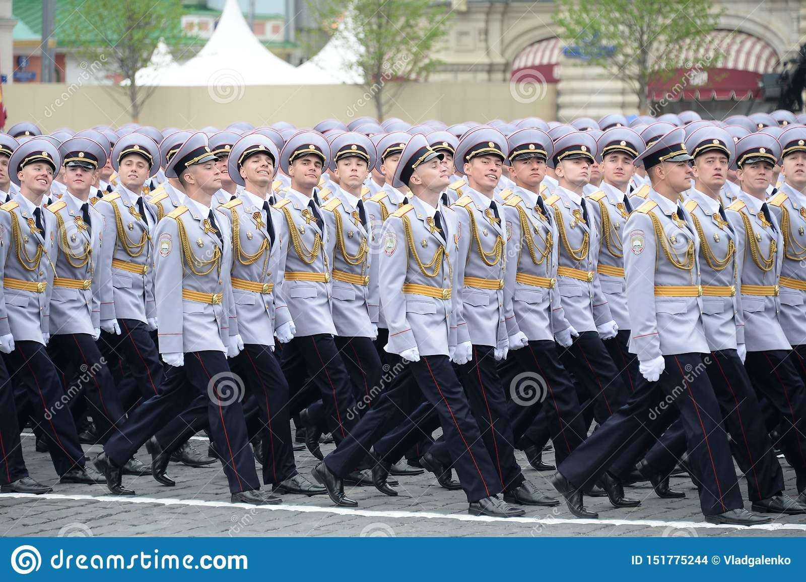Cadets de police de l université de Moscou du ministère de l Intérieur pendant le défilé sur la place rouge en l honneur du jour