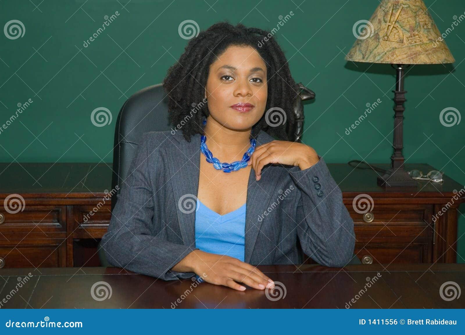 Cadre d affaires féminin confiant