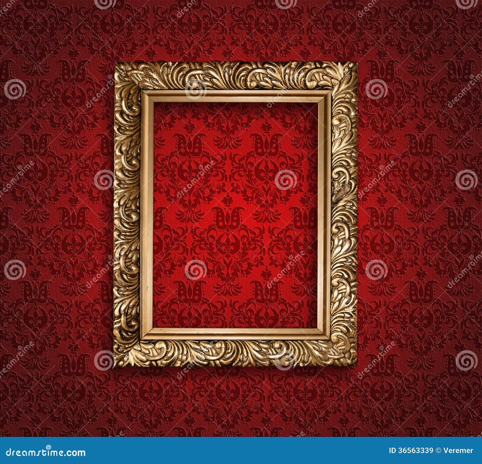 cadre d 39 or antique sur le papier peint rouge images libres de droits image 36563339. Black Bedroom Furniture Sets. Home Design Ideas