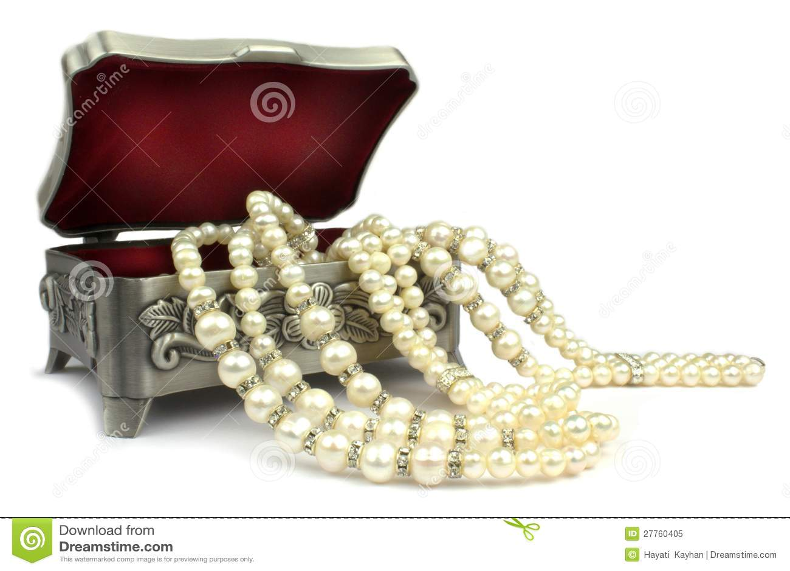 Cadre de bijou et collier de perle