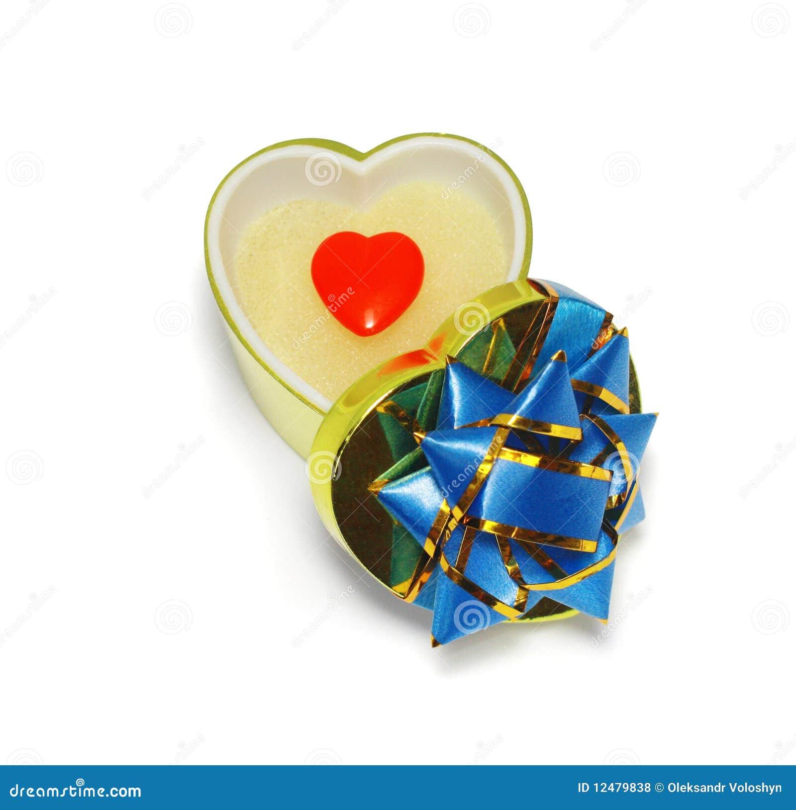Cadre de cadeau en forme de coeur avec le coeur rouge sur - Coeur avec des photos ...