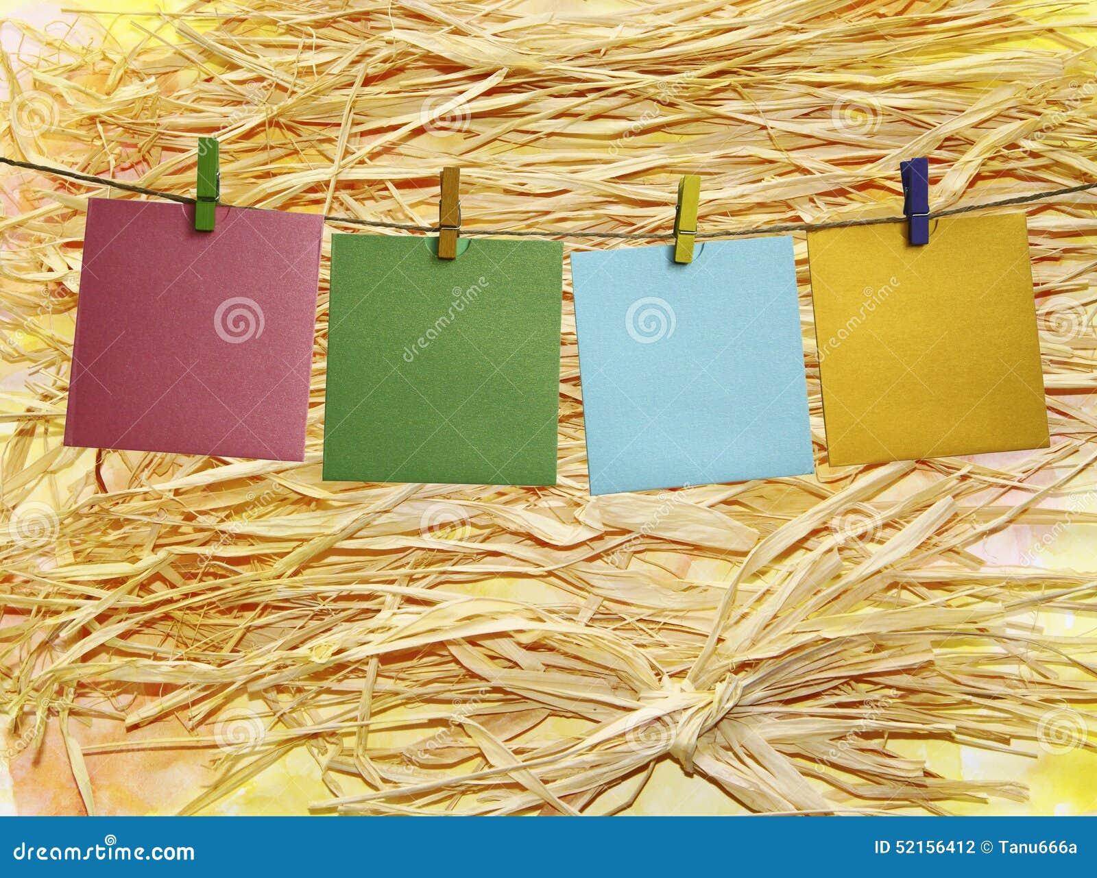 Cadre De Papier Color Avec Des Pinces Linge Sur Une Paille Photo Stock Image 52156412