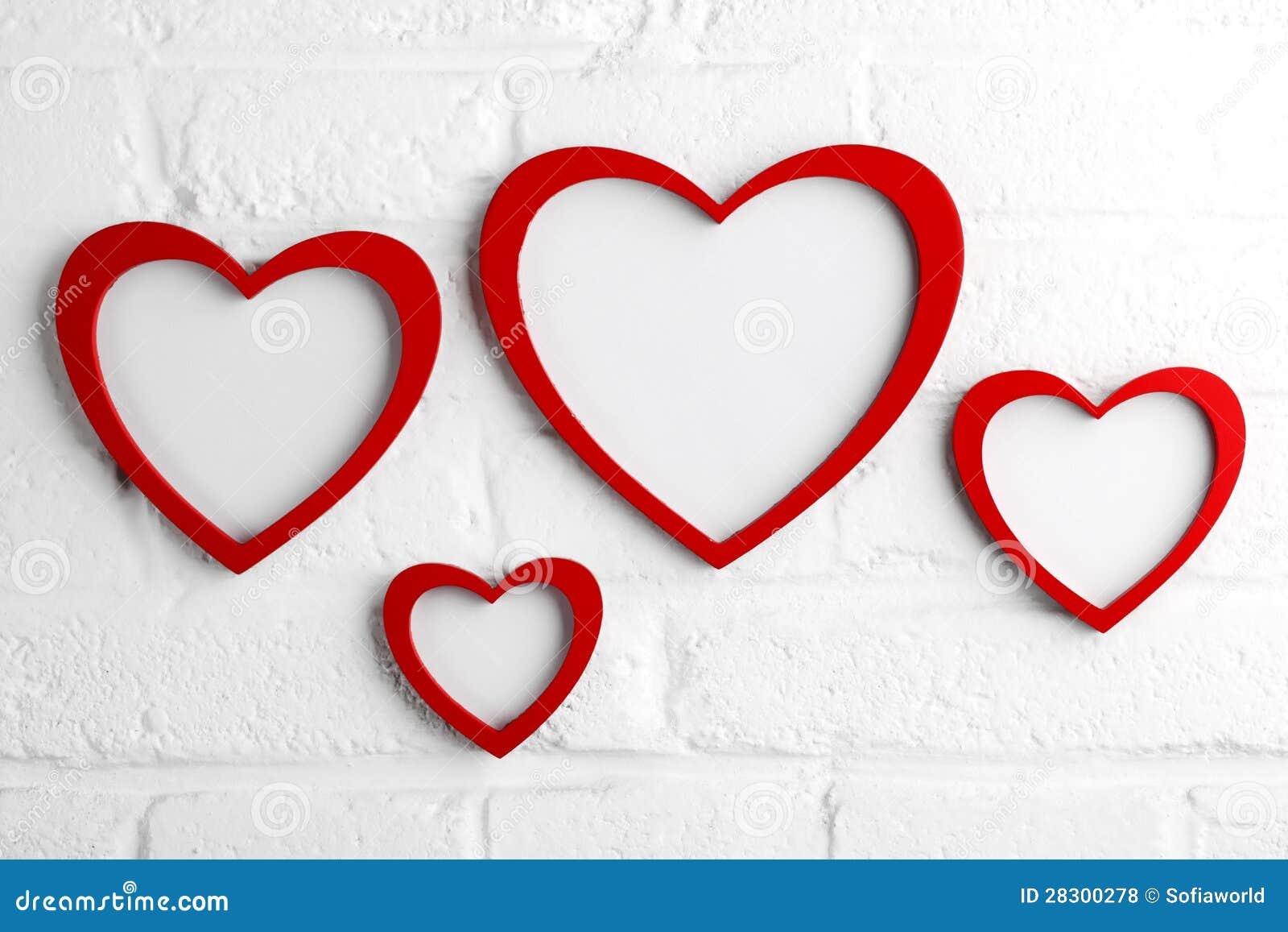 Cadre de tableau de coeur sur le mur blanc photos libres de droits image 2 - Tableau sur mur blanc ...