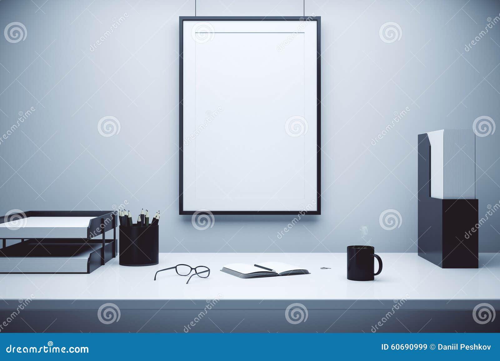 cadre de tableau vide sur un mur et une table avec des. Black Bedroom Furniture Sets. Home Design Ideas