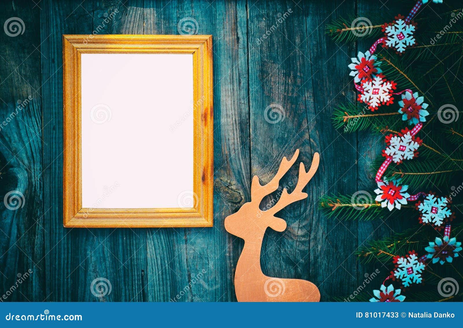 cadre de tableau vide sur une surface en bois grise avec le deco de no l image stock image du. Black Bedroom Furniture Sets. Home Design Ideas