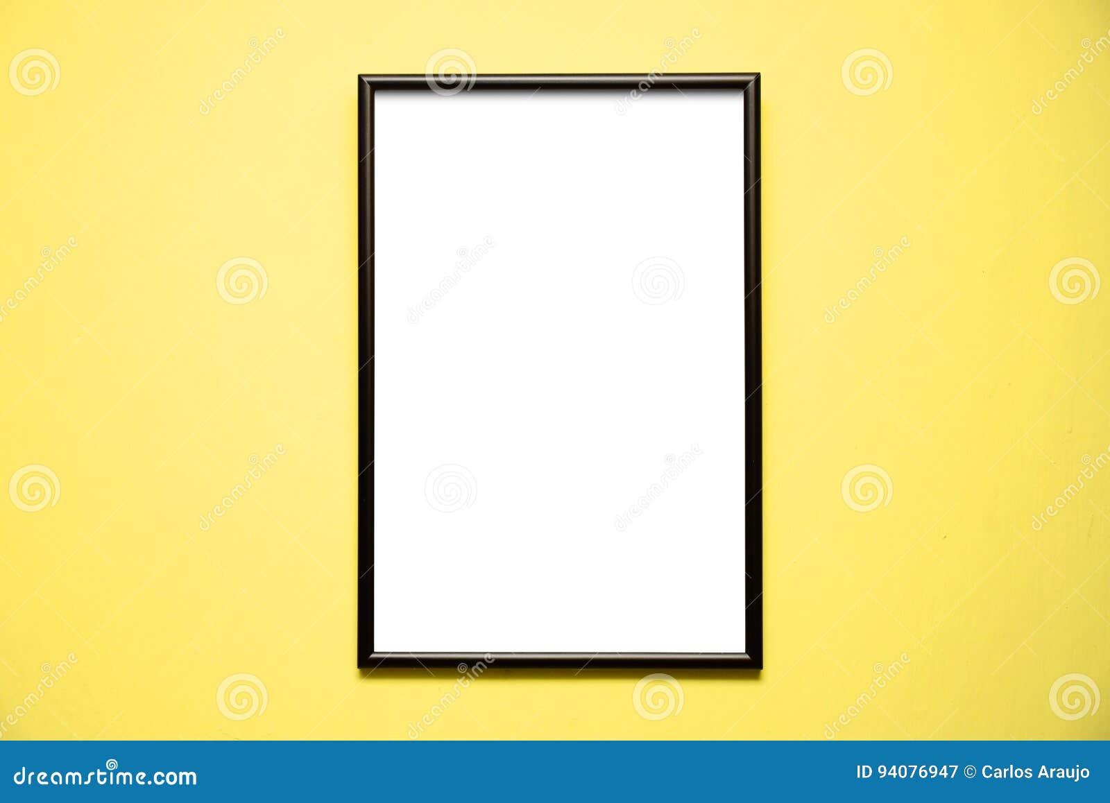 cadre noir vide sur un mur jaune lumineux image stock image du lumineux cadre 94076947. Black Bedroom Furniture Sets. Home Design Ideas