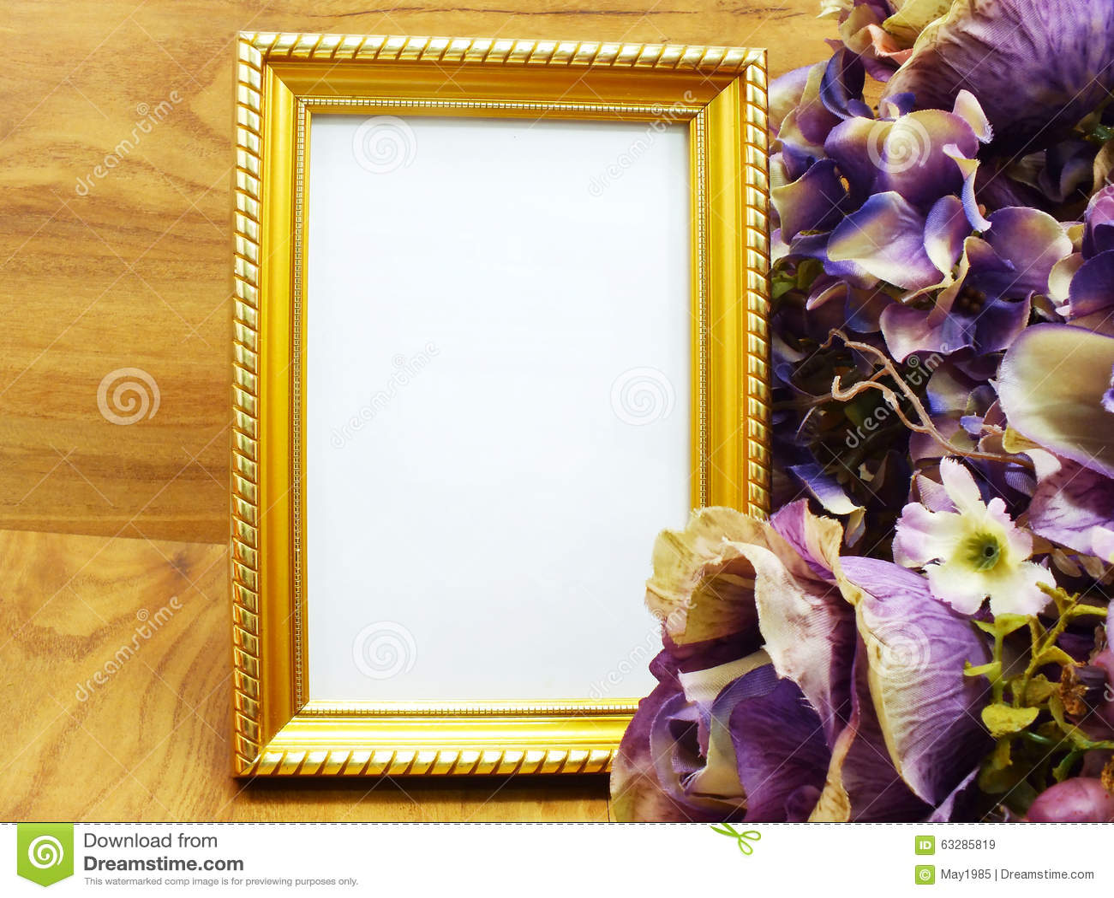 cadre avec fleurs artificielles id e d 39 image de fleur. Black Bedroom Furniture Sets. Home Design Ideas