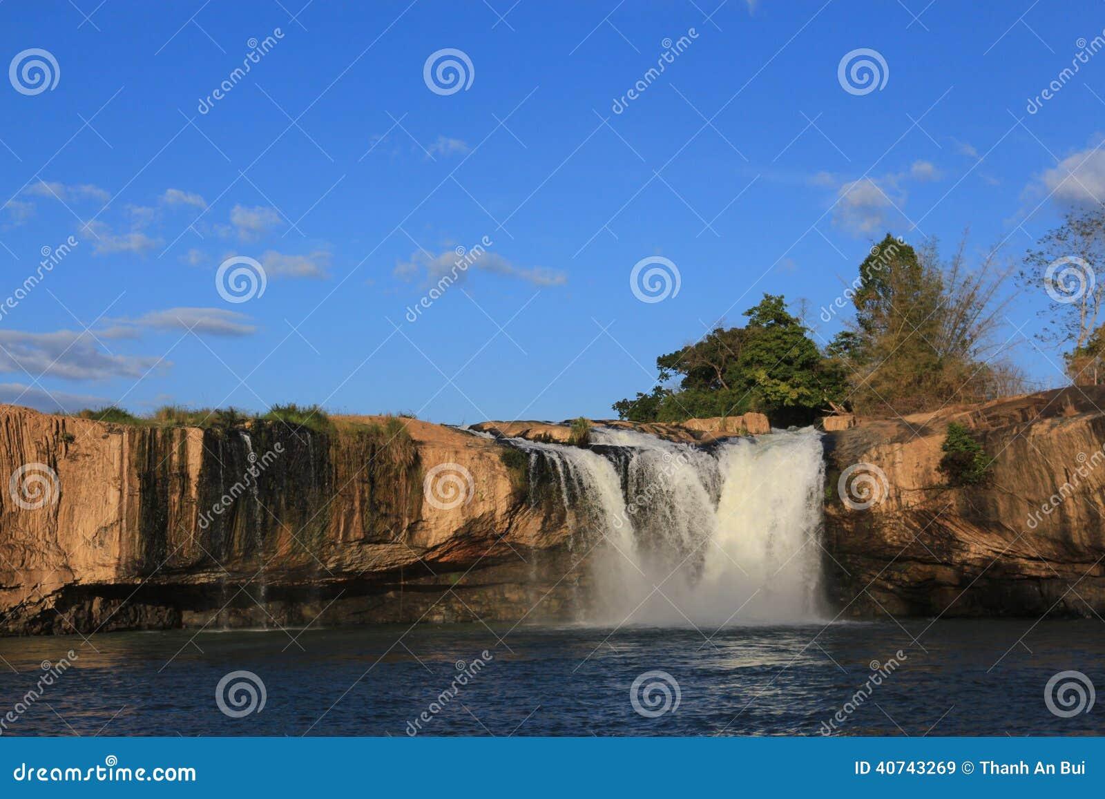 Caduta dell acqua della linfa del Dray