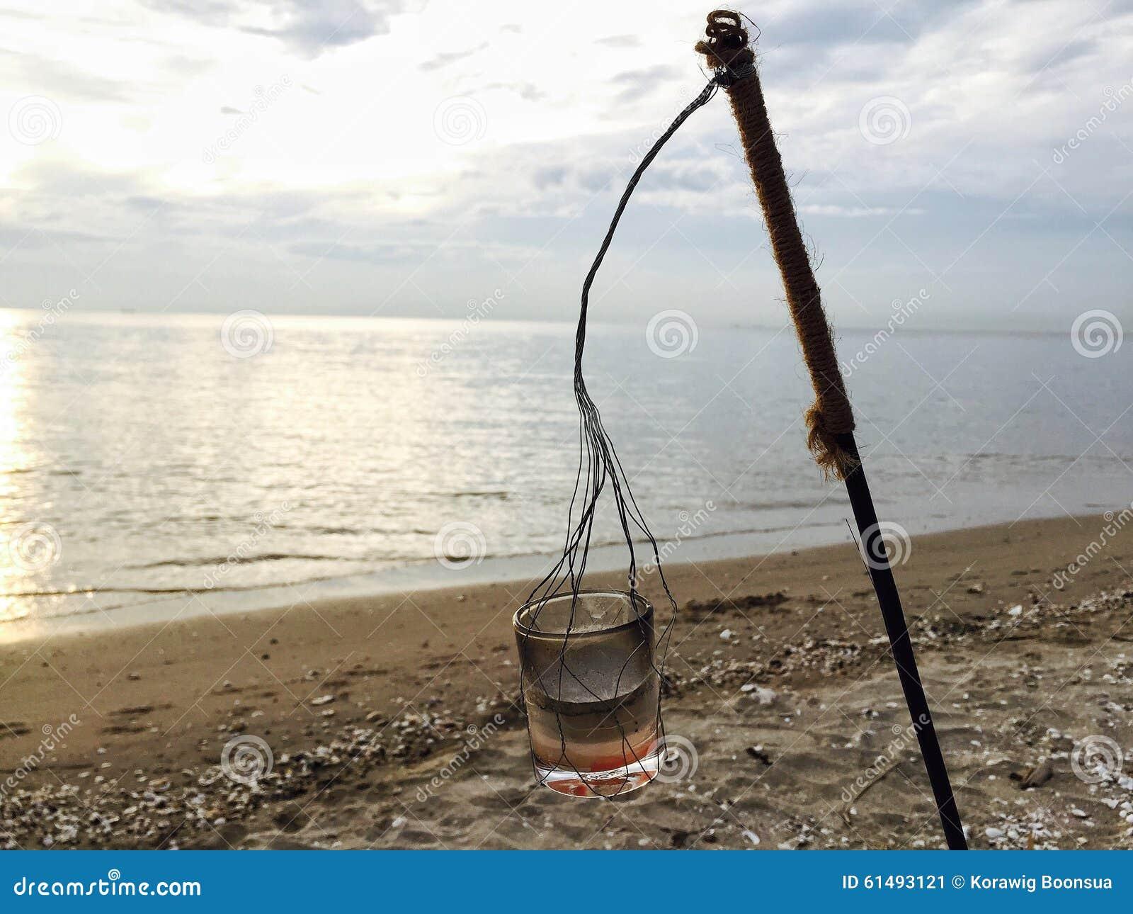 Caduta della candela alla spiaggia immagine stock - Alla colorazione della spiaggia ...