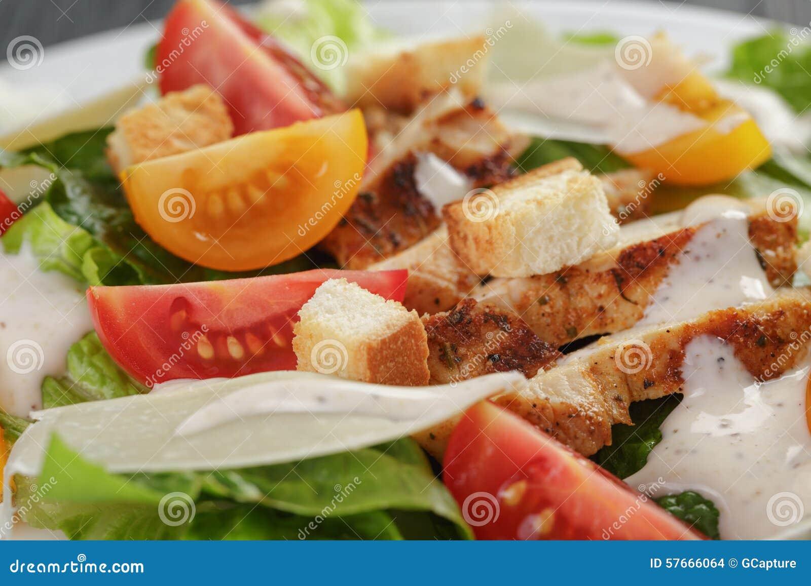Caesar sałatka z kurczaka zbliżeniem