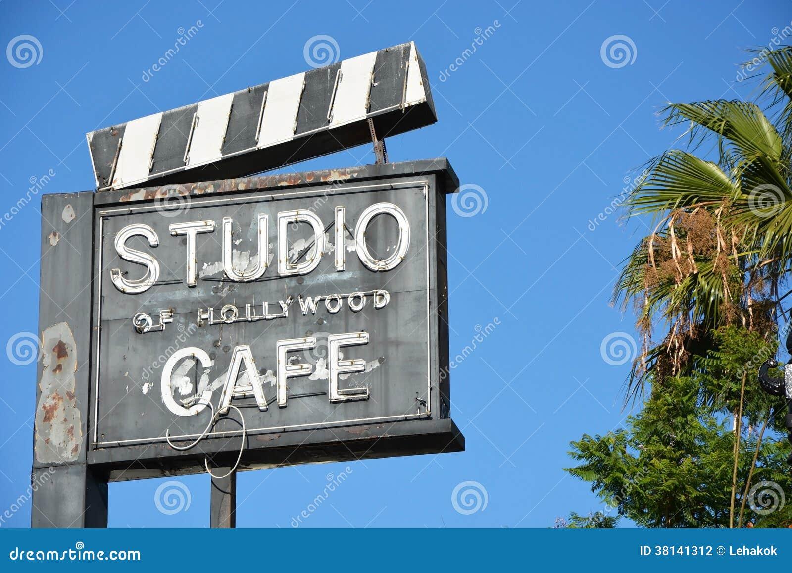 Café ao longo da caminhada de Hollywood da fama
