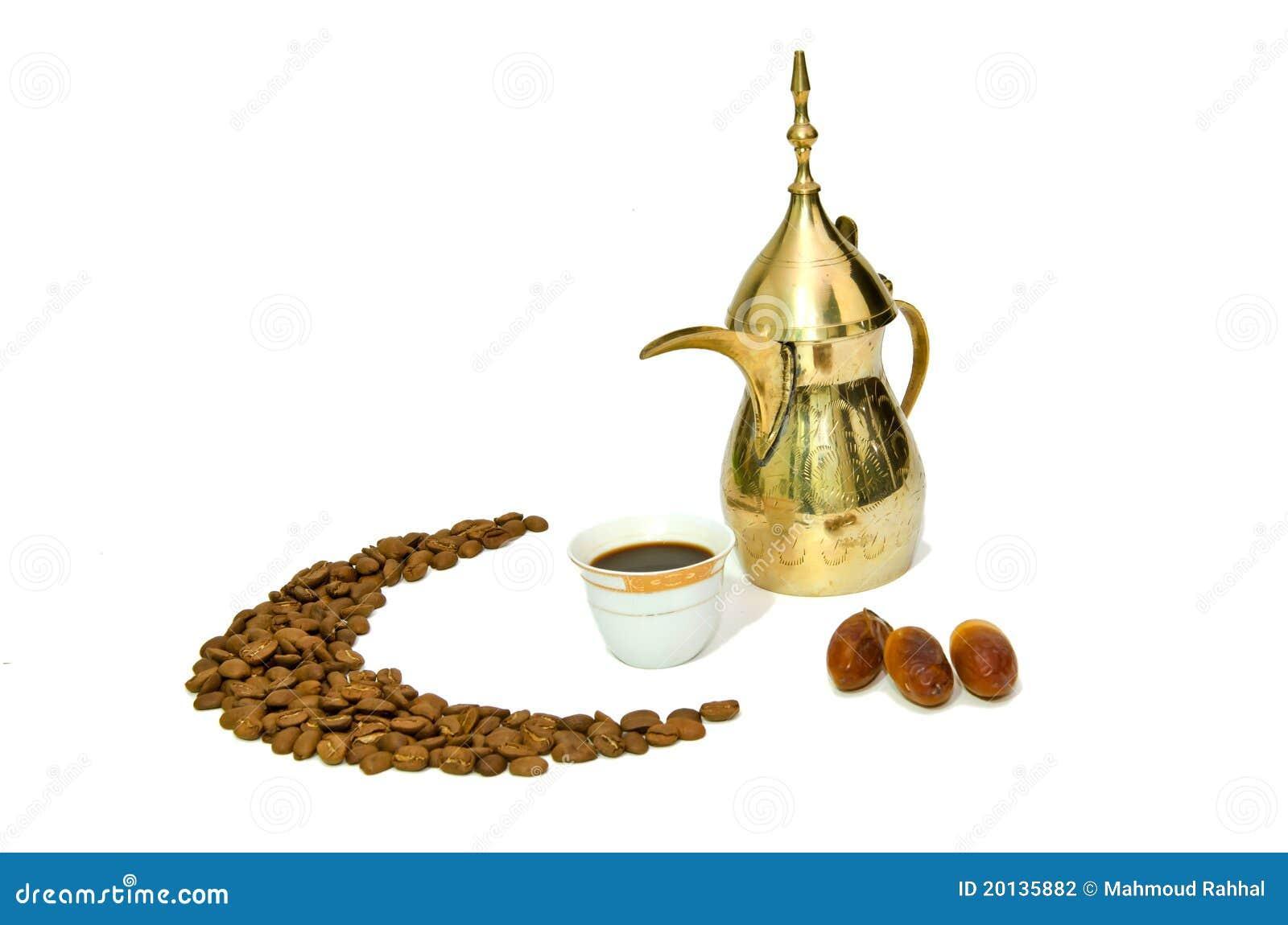 Café arabe avec le fruit de datte