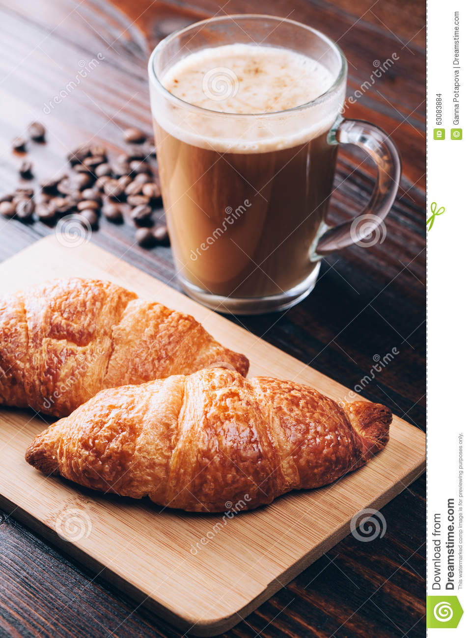 Download Café avec des croissants photo stock. Image du espresso - 63083884