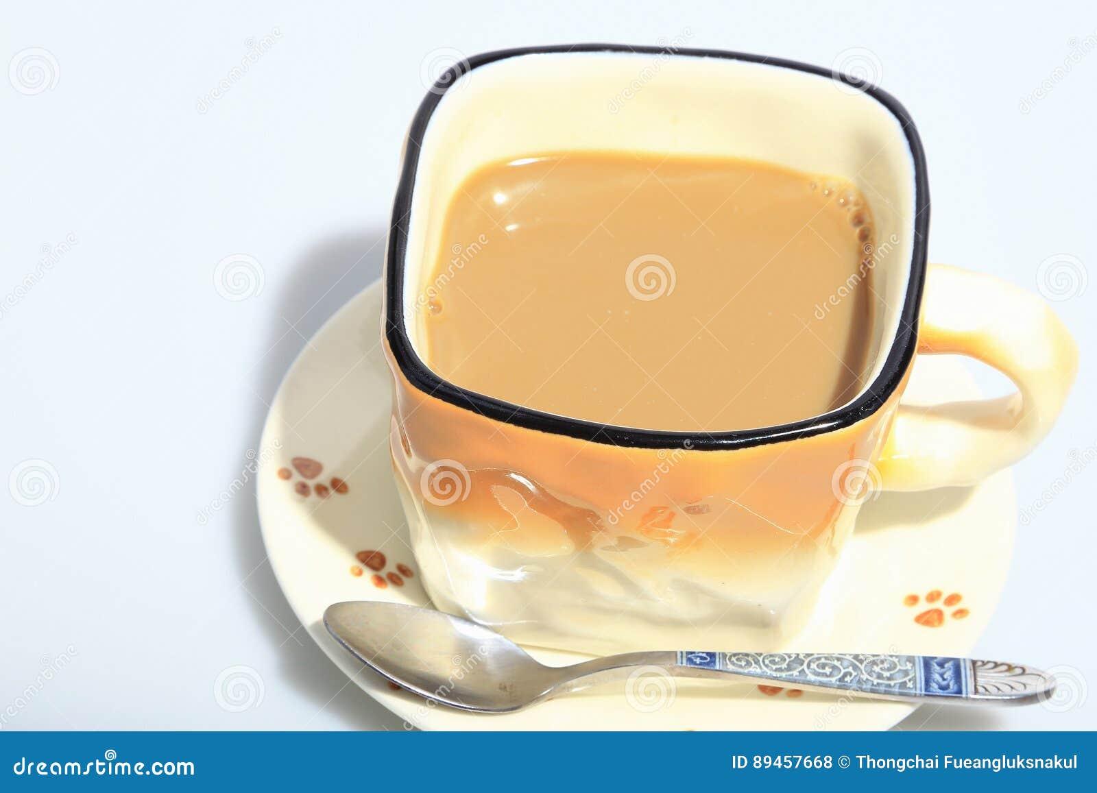 Café caliente en la taza, como fondo de las comidas