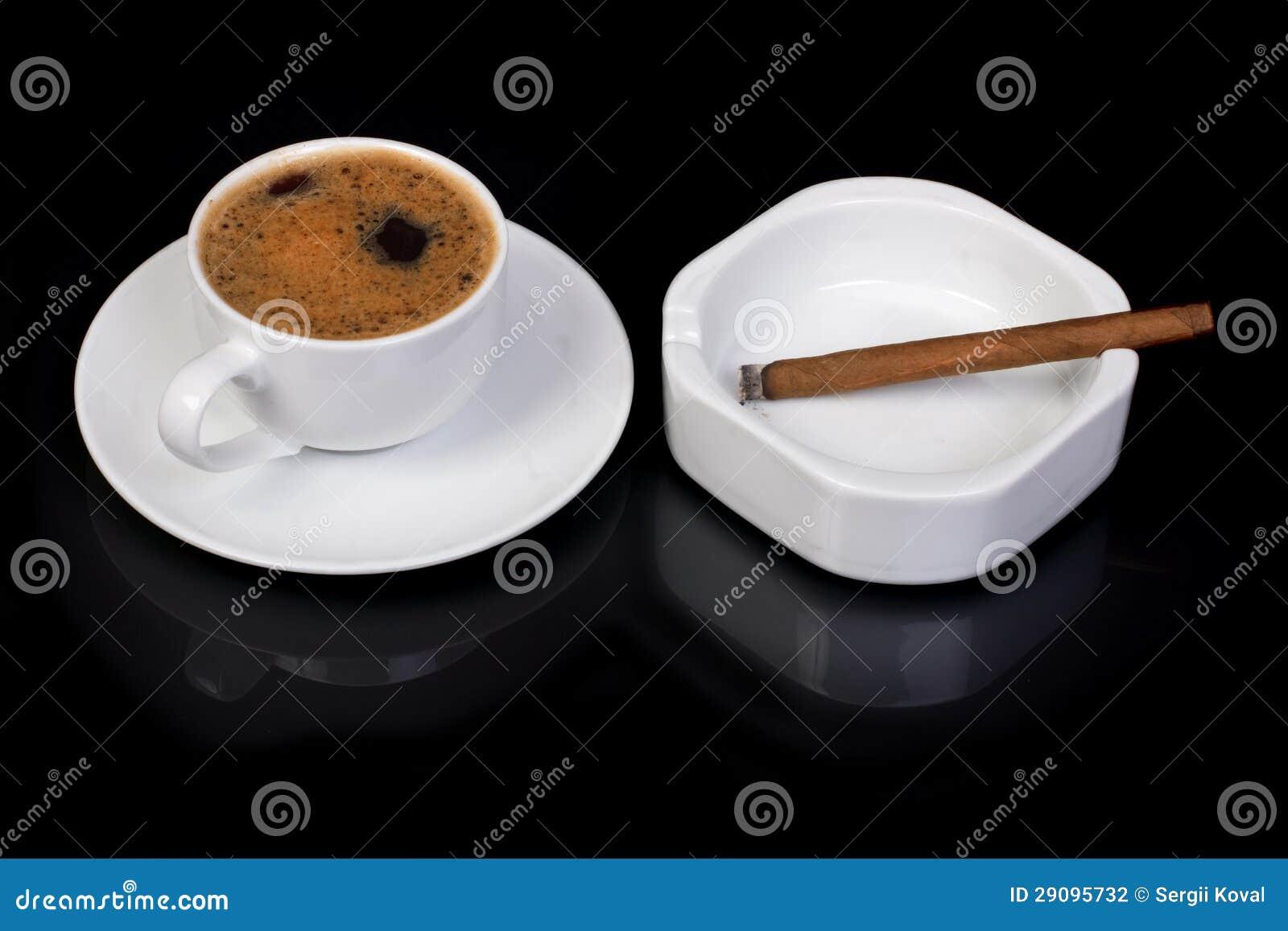 """Expresa tu momento """" in situ """" con una imagen - Página 32 Caf%C3%A9-caliente-y-fumar-un-cigarro-29095732"""