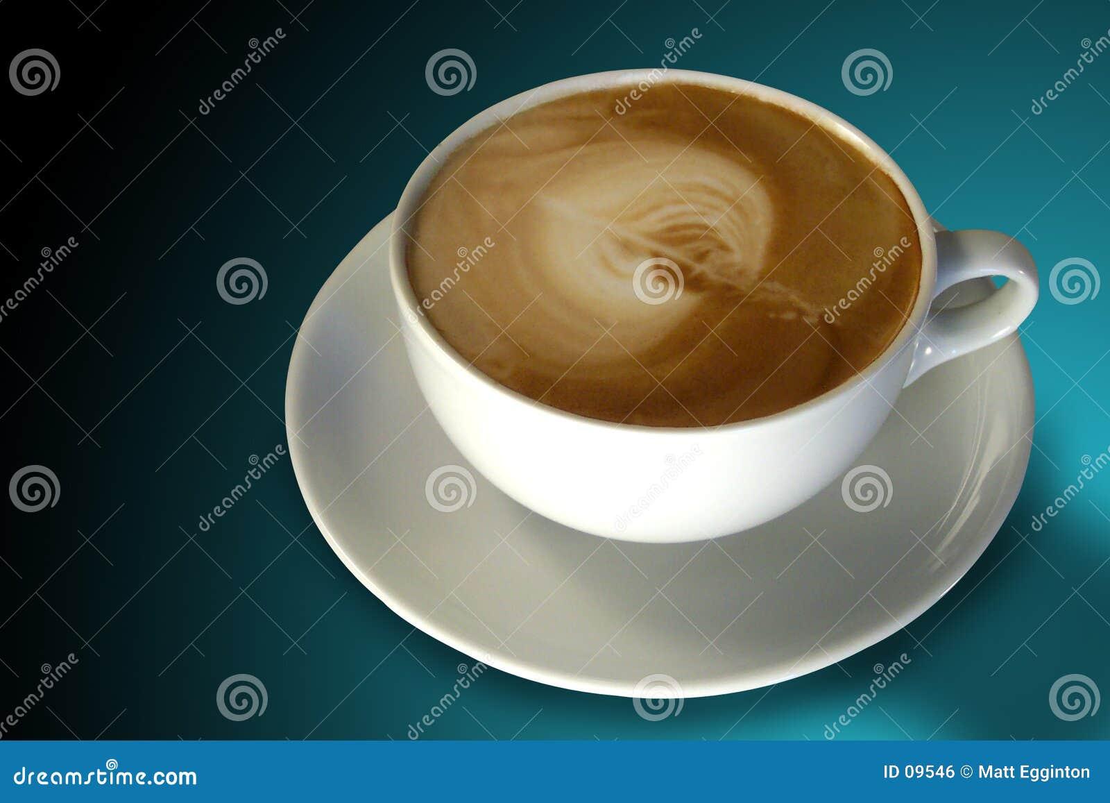 Café (cappuccino) con el arte de Latte