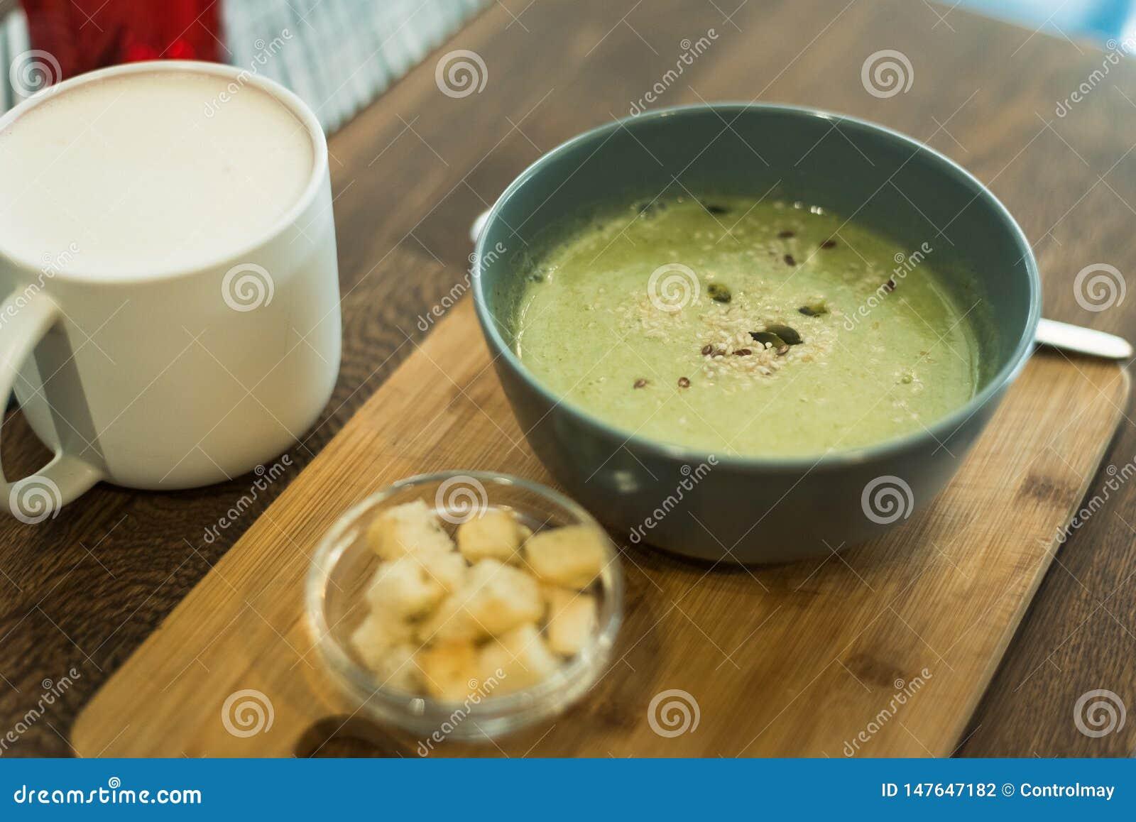 Café con una leche y un buñuelo