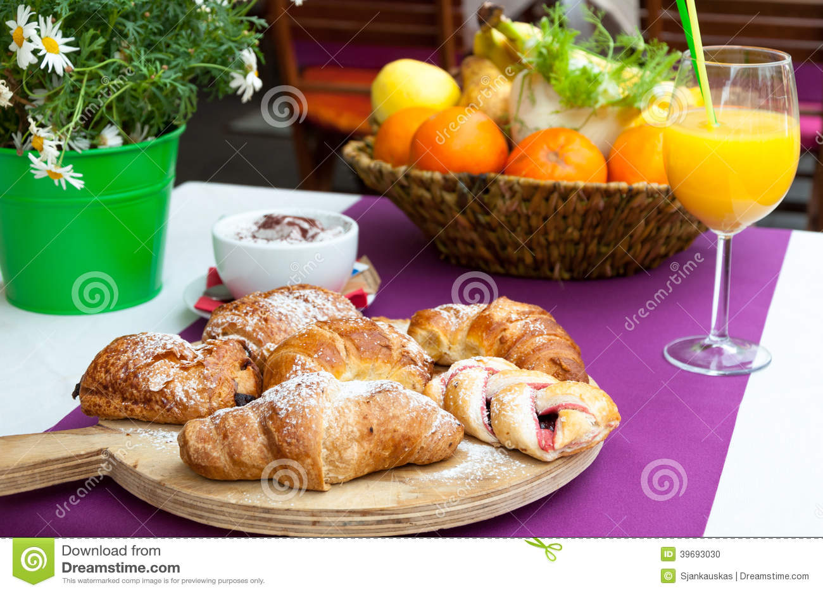 Café da manhã italiano no café