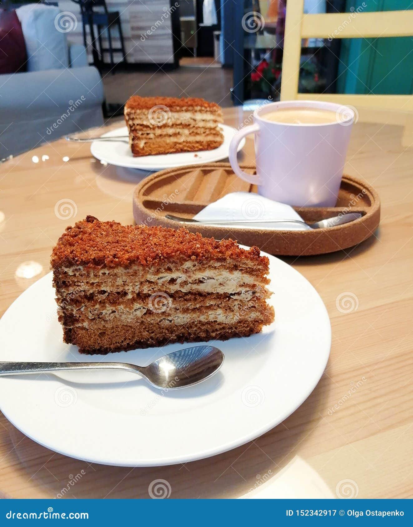 Café de cappuccino d affaires avec la vie douce de gâteau de café de confort crème de dessert