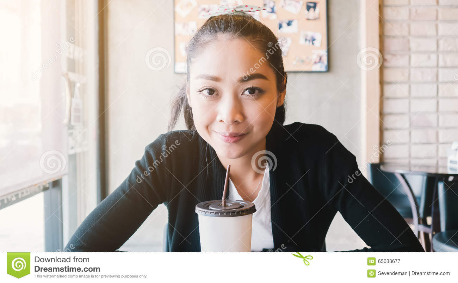 Café de glace de boissons de femme