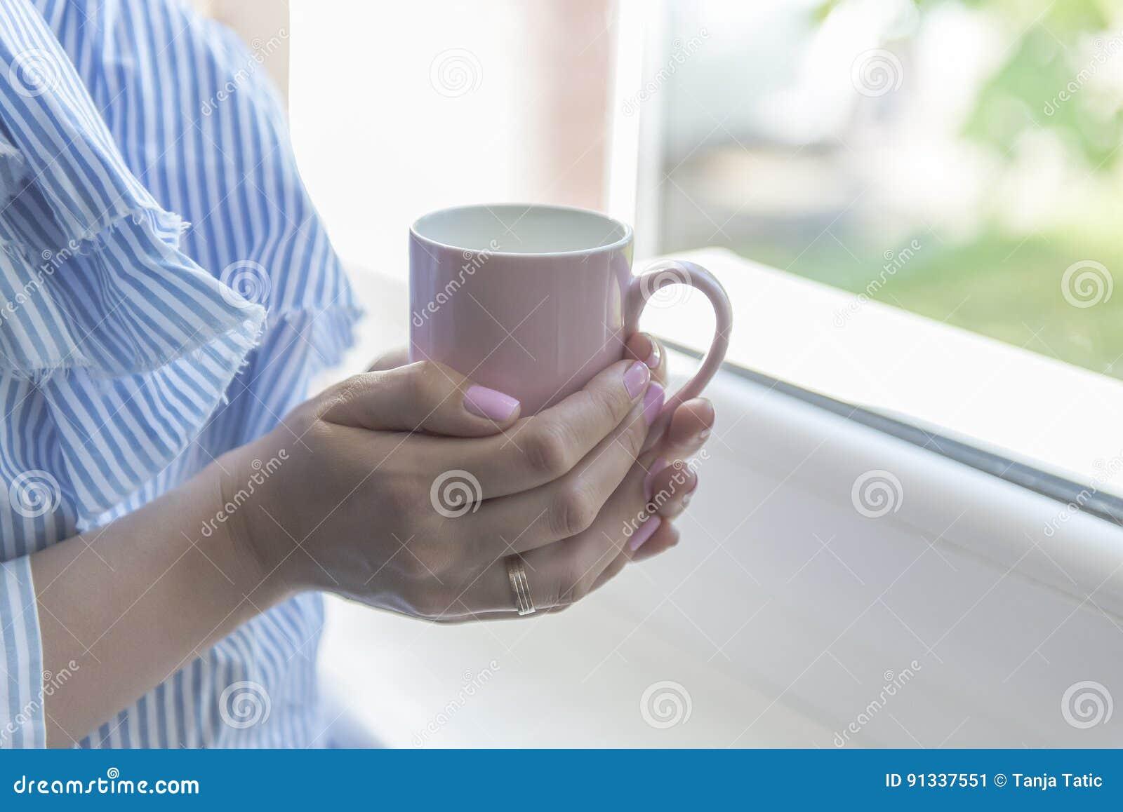 Café de la bebida de la mujer