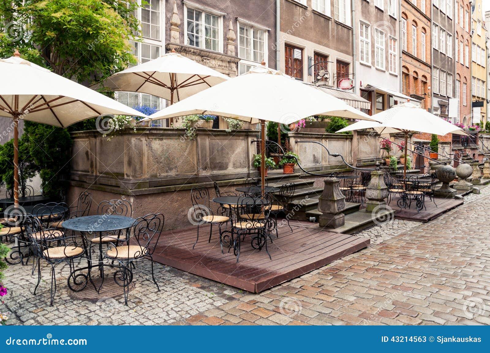 Café de rue dans la vieille ville de Danzig