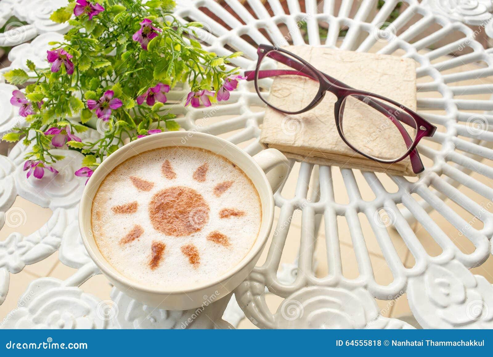 Café del arte del Latte en diseño del sol