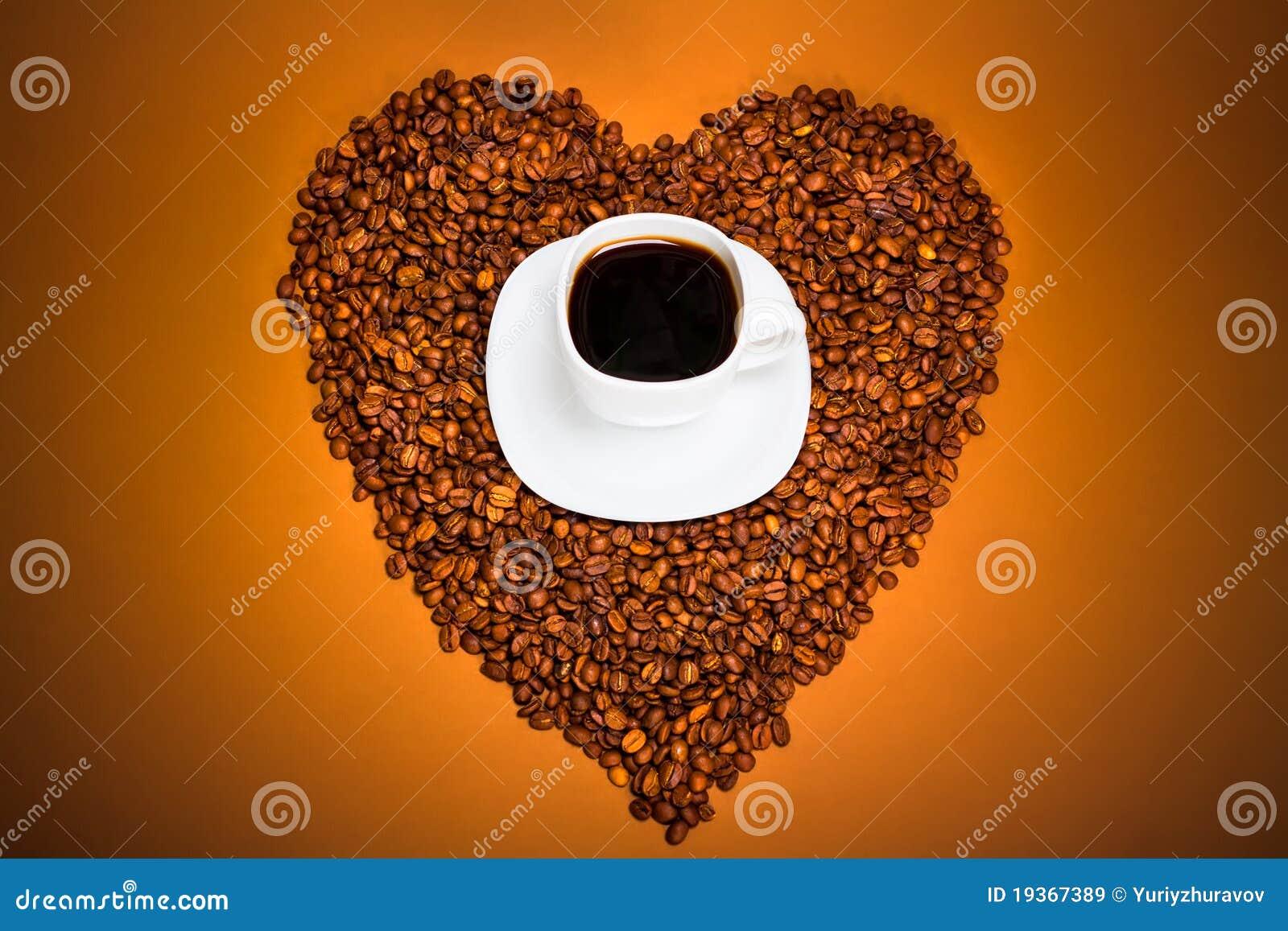 Café e coração dos feijões